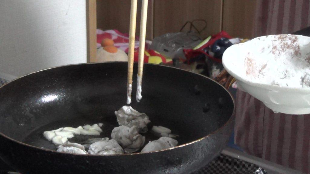 牡蠣のうまみを味わう簡単カキ料理=カキのガーリック炒め